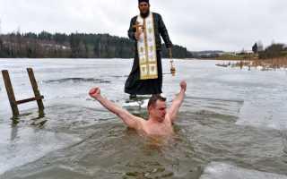 Крещение – когда купаются в проруби, зачем, видео, полезно ли, кому нельзя, сколько раз окунаться